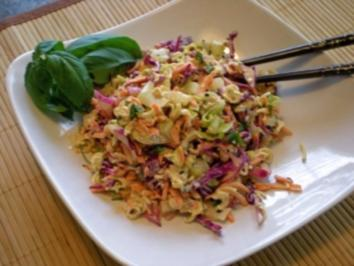 Asiatischer Krautsalat mit Sesam-Ingwer Dressing - Rezept