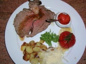 Chateaubriand nach Art des Commander mit Tomatengelee, Bratkartoffeln und geriebenem Grana Padano - Rezept