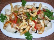 Meeresfrüchte mit mediterranem Gemüsesalat (genial für die warme Jahreszeit da der Salat perfekt lauwarm oder kalt gegessen werden kann und .... es schmeckt super - Rezept