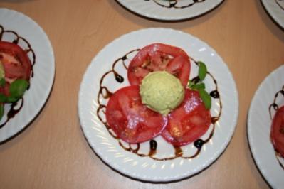 Basilikum-Nocken auf Tomatencarpaccio - Rezept