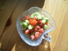 Tomaten-Gurken Salat mit Dressing - Rezept