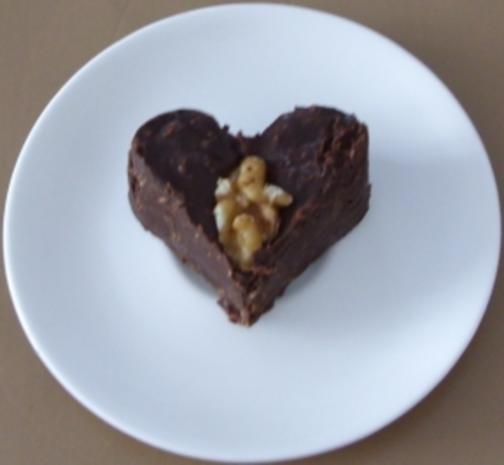 Süssigkeit - Kokos-Schoko-Walnuss-Pralinen - Rezept