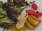 Sommerliche Salatvariation an Entenleber mit karamell. Äpfeln und Honig-Muskatsoße - Rezept