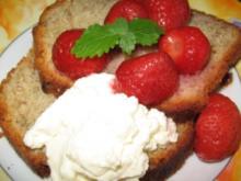 Bananenbrot mit Erdbeerkompott und Mascarpone - Rezept
