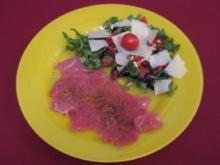 Tunfisch-Carpaccio und Rucola-Salat mit Tomaten, Pinienkernen, und Parmesan - Rezept