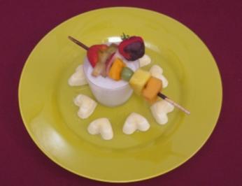 Orangenmousse mit Fruchtspießen und Kokoscreme - Rezept