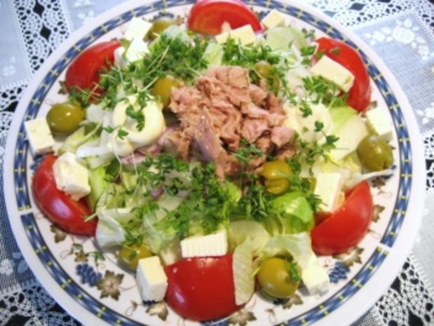 Großer Salatteller  mit Feta und Thunfisch ... - Rezept - Bild Nr. 3