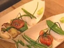 Sushi mit mediterranem Einschlag an Algensalat - Rezept