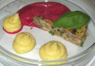 Torte vom heimischen Rehfilet mit Kartoffelpüree und Rote Bete-Schaum - Rezept