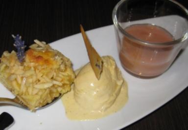Sonntags bei Oma – Butterkuchen mit Rhabarberkompott und Vanilleeis - Rezept
