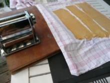 NUDELN/ Teigtaschen mit Hack-Gemüsemischung in Tomatensoße - Rezept