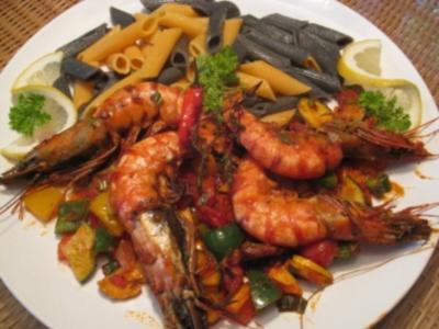 Gambas mit mediteranen Gemüse & zweierlei  Pasta - Rezept