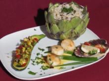 Jakobsmuscheln auf Lauch-Senf-Soße an Zucchini-Schiffchen mit Safranreis - Rezept