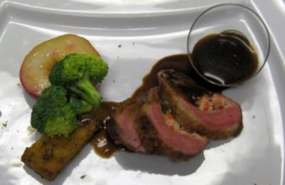 Gefüllte Entenbrust mit Lavendel-Pfirsich, Brokkoli und Mandel-polenta - Rezept