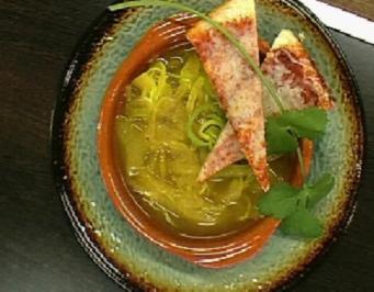 Grüne Zwiebelsuppe mit Curry und Käsetoast - Rezept