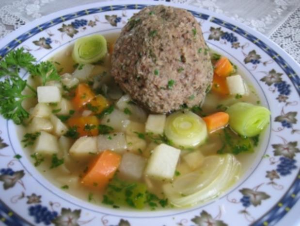 Leberknödel im Gemüsebett - Rezept