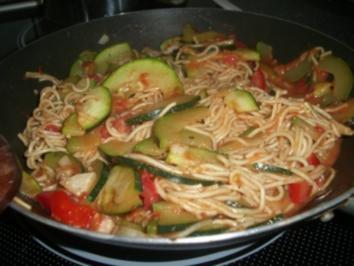 Sommerliche-Nudel-Zucchini-Pfanne - Rezept