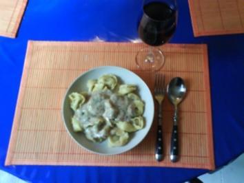 Nudeln: Tortellinis mit Spinat und Ricottta in Pfifferlingsoße - Rezept