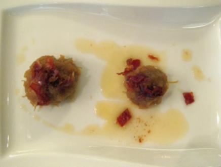 Thüringer Klößchen mit Gänseleberpast., gebr. Würfel von Schwarz-klauenschinken - Rezept