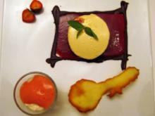 Erdbeer-Minzesalat mit Schaumkrone und Knusperhippe an Delice von Tonkabohnen und Schokolade aus dem Vallée de Rhône - Rezept