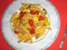 Gebratene Nudeln mit Käse, Ananas und Steak - Rezept