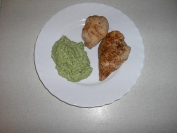 Broccolipüree mit Hähnchenbrustfilet - Rezept