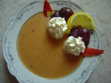 Pflaumen-Apfel-Kaltschale mit Sahne und Eierlikör - Rezept