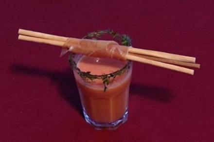 Geeiste Cazpacho Mallorquin mit Specktranche von einem Porco Fidelio (Susanne Fröhlich) - Rezept
