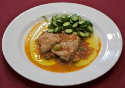 Kalbschnitzelchen mit mediterraner Tomaten-Olivensoße und jungen gegrillten Zucchini (Reiner Calmund) - Rezept