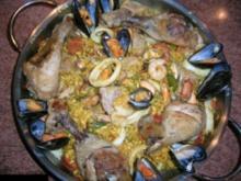 Paella Valenciana - (einfach leeeeecker - wer Spanien liebt!) so wie ich es mag und und meine Gäste auch - jeder Region hat ihr eigenes Rezept, es gibt keinen absoluten Klassiker, aber dieses ist aufwändig ,lecker+so wird es überwie - Rezept