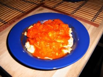 Selbstgemachte Tomatensauce über versch. Sorten Tortellini - Rezept