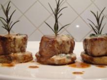 Schweinsfilet auf Kartoffelscheiben mit Käse überbacken - Rezept