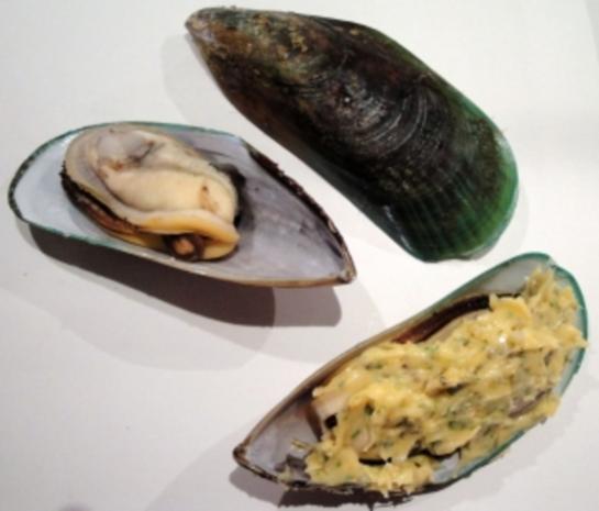 Greenshell-Muscheln mit Kräuterbutter überbacken - Rezept - Bild Nr. 2