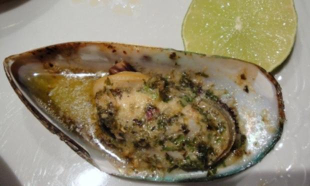 Greenshell-Muscheln mit Kräuterbutter überbacken - Rezept - Bild Nr. 3
