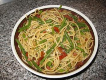 Spaghetti mit Tomaten-Speck-Bohnen.. - Rezept