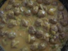 Hackbällchen in Curry-Kokos-Sauce - Rezept