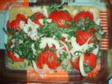 Pouletschenkel dazu ein Tomatensalat mit Basilikum und Zwiebeln - Rezept
