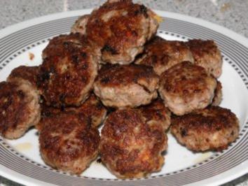 Buletten oder Frikadellen oder Fleischpflanzerl - Rezept