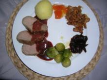 Wildschweinrücken (ausgelöst) mit Cassissauce, Pfifferlingen, Rosenkohl, Kirschchutney und Orangengelee an Kartoffelknödel - Rezept