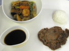 Sukiyaki mit Tempura, dazu Dashi-Soße und Sushi-Reis - Rezept