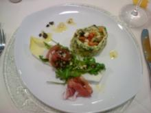 Mangoldroulade mit fruchtiger Tomatenfülle auf gem. Salat - Rezept