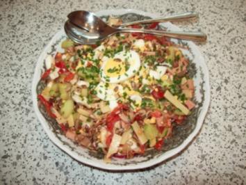 Rezept: Bunter Salat mit Wurst - Käse und  Eiern