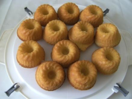 KLEINGEBÄCK - Uta's Eierlikör-Mini-Gugelhüpfer oder Uta's Eierlikör-Muffins (3 cm x 7 cm) - Rezept