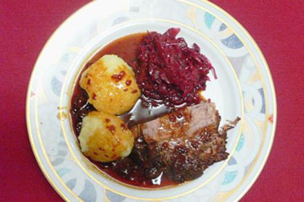 Rheinischer Sauerbraten nach Großmutters Art mit Klößen und Rotkraut - Rezept