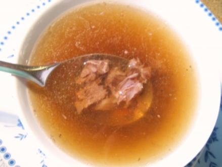 Klare Ochsenschwanz-Suppe mit Madeira... - Rezept