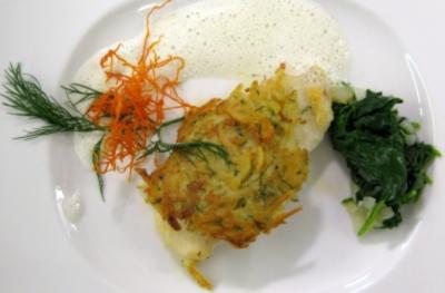 Zanderfilet in der Kartoffelkruste mit Dillschaum auf jungem Blattspinat - Rezept