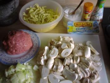 Spätzle mit Putengehacktes und Champignons in Käse- Sahne -Soße - Rezept