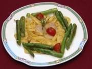 Tagliatelle mit gratinierten Jakobsmuscheln an grünem Spargel und Cocktailtomaten im Goldfluss (Peter Nottmeier) - Rezept