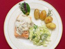 Lachs mit Champignon-Sahne, Kartoffeln und Chinakohlsalat - Rezept