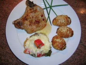 Chili-Kotelett mit Hasselback-Potatoes und Ratatouille-Mozzarella-Törtchen - Rezept